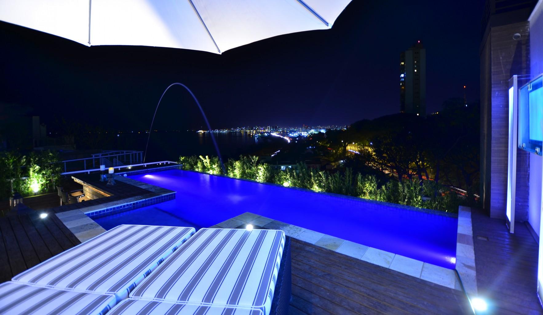 paulinho_peres_group_piscina_borda_infinita_espreguicadeiras_apartamento_porto_alegre_guaiba_design_arquitetura_